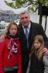 Fédéric Cuvillier et les petites-filles de Bernard Vergeyle d'Audresselles