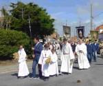 3 La procession avance