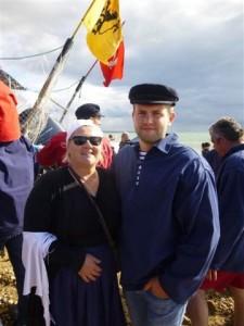 Une matelote fière de son fils