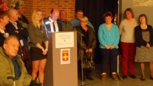 Le conseil municipal d'Ambleteuse, au premier rang,  Mélanie Bélart à la droite d'Arnaud Lelièvre du Broeuille, maire