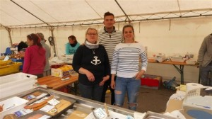 fête du crabe 2016 Paule Ternisien et sa fille Zoé Denis avec Théo (le berceau du pêcheur) (r)