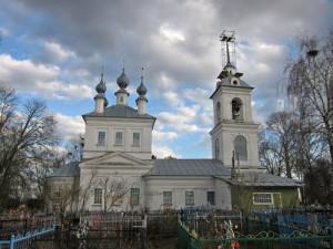 Russie,village de Kosteniev, fin de restauration de l' église de laTrinité